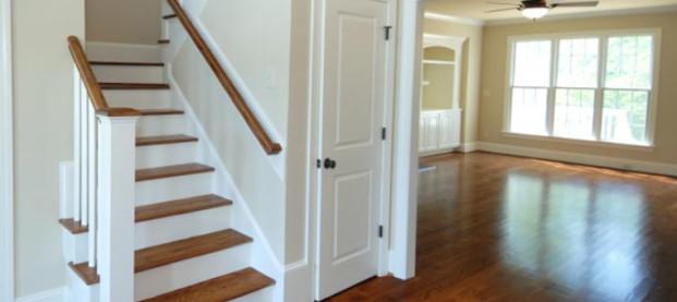 Przestrzeń pod schodami – wskazówki aranżacyjne